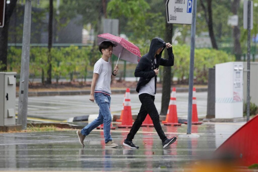 to get caught in the rain meaning in English