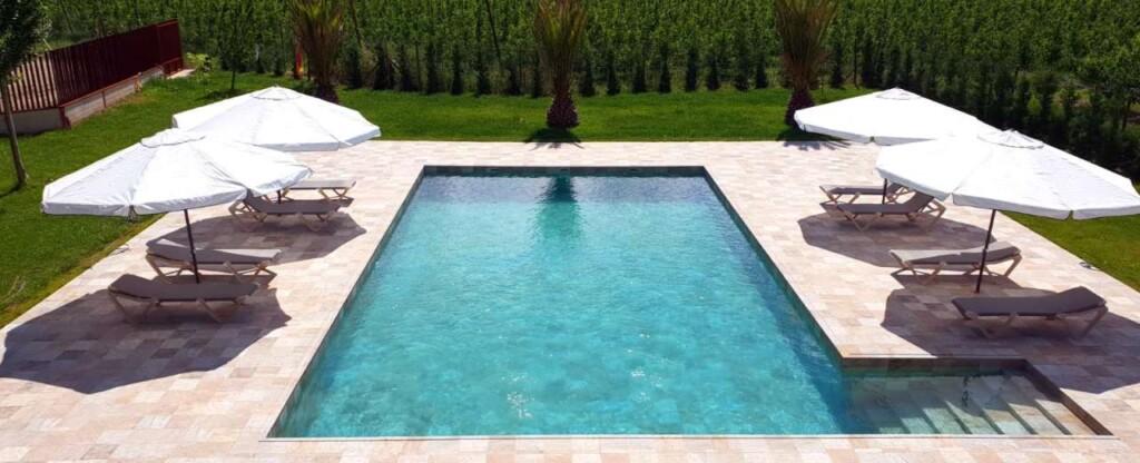 swimmming pool menaing in ENglish